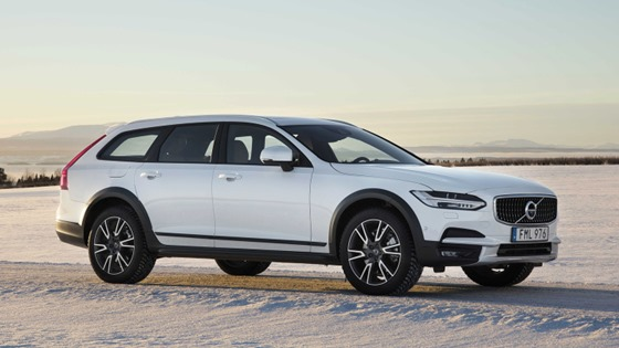2017 volvo v90 cross country right side view