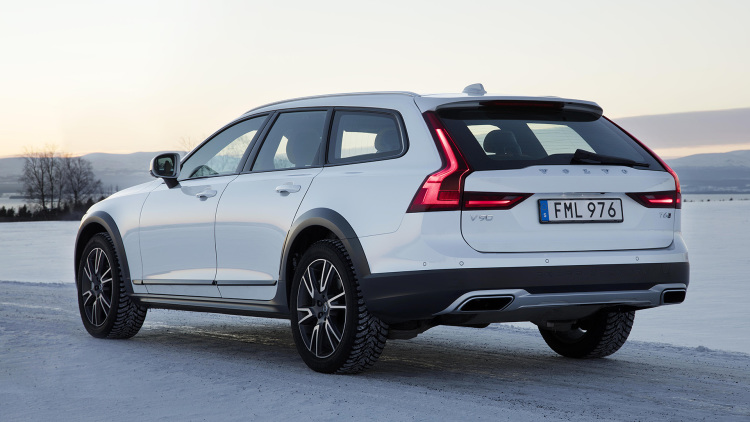 2017 volvo v90 cross country back view