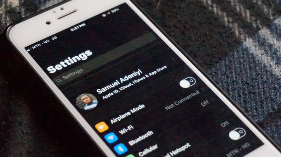 activate dark mode theme on iPhone and iPad running iOS 11